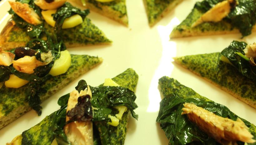 Pizza Up con cavolo nero, sgombro ed olive taggiasche